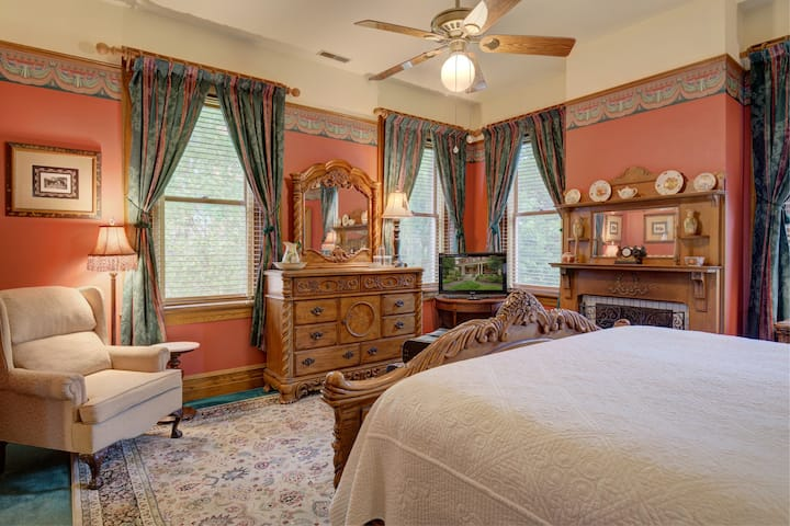 Page House Inn - Herman's Room