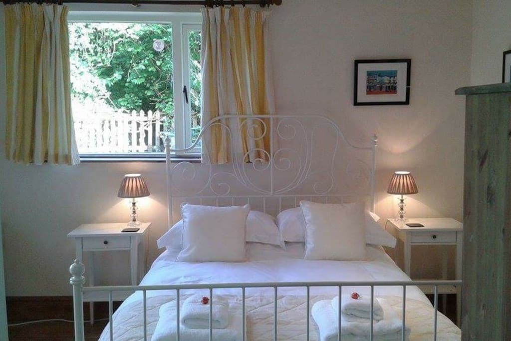 Romantic seclusion in separate annexe, Egyptian cotton sheets.