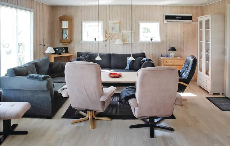 Holiday cottage with 3 bedrooms on 74m² in Hejls