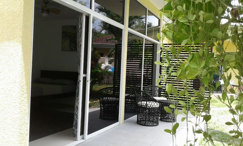 Modern und relaxing Bungalow mit Garten