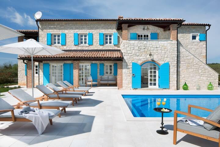 Luxury Villa Amora