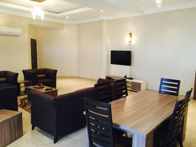 Cozy 4 Bedroom Apartment - Abuja - Wohnung