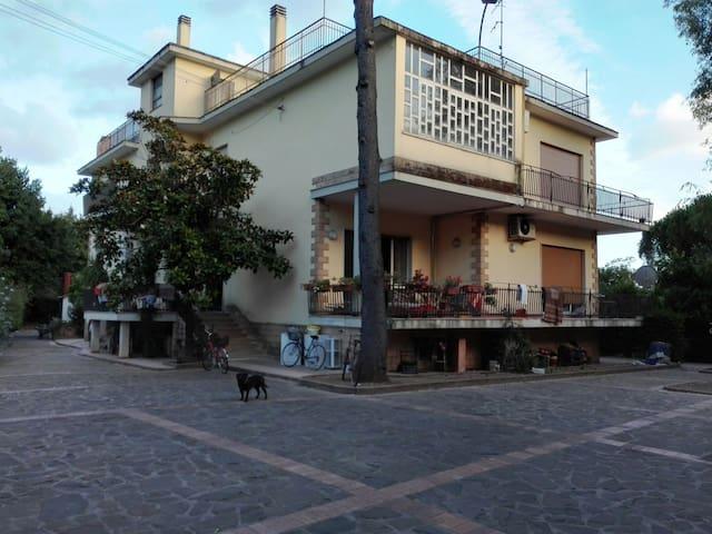 Accogliente appartamento in villa - サレルノ - 別荘