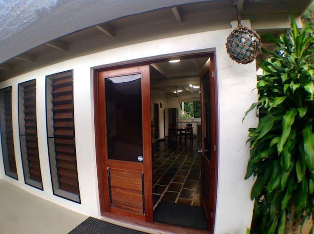 Trinity Beachcomber Paradise Studio - Trinity Beach - Huis