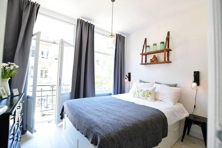 Delightful apartment near Vondelpark!