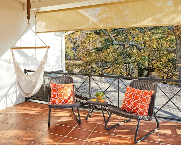 The large balcony with a downtown view is a great place to enjoy the sunrise or sunset. Relax in the hammock chair or do morning yoga on the terrace. Pull down shades provide privacy or sun protection.