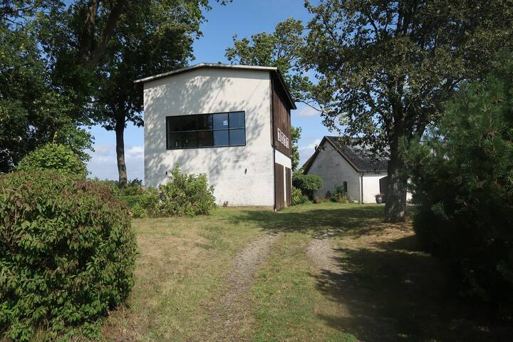 Reconstructed corn house in the heart of Österlen