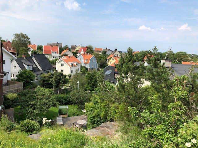 Rum i villa med fin trädgård i Ekebäck V