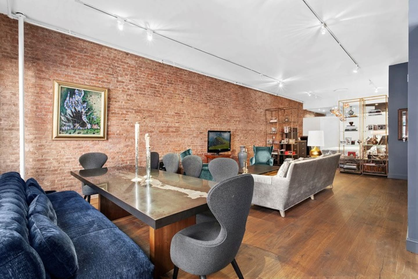 spacious living/dining area with 13 foot ceilings