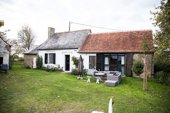 Cosy Family Home with Heated Swimming Pool - Ruillé-sur-Loir - Dom