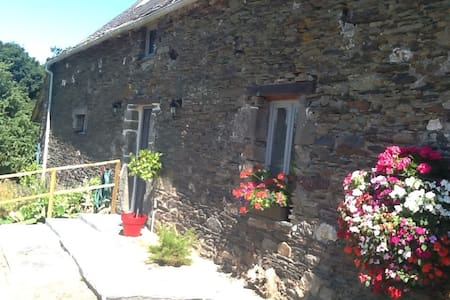 Renovated barn in great location - Laniscat - Casa