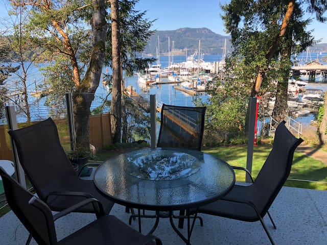 Waterfront 2 Bedroom Suite with Beach Access