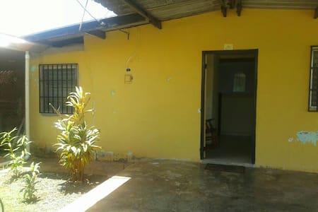 Casa Amplia Dos Recamaras - Chitré