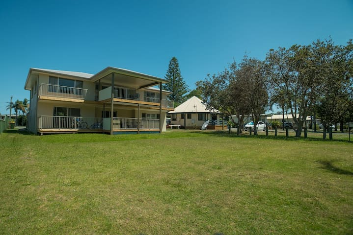 Forster Tuncurry Lake Villa @ BIG4 Great Lakes - Tuncurry - Apartment