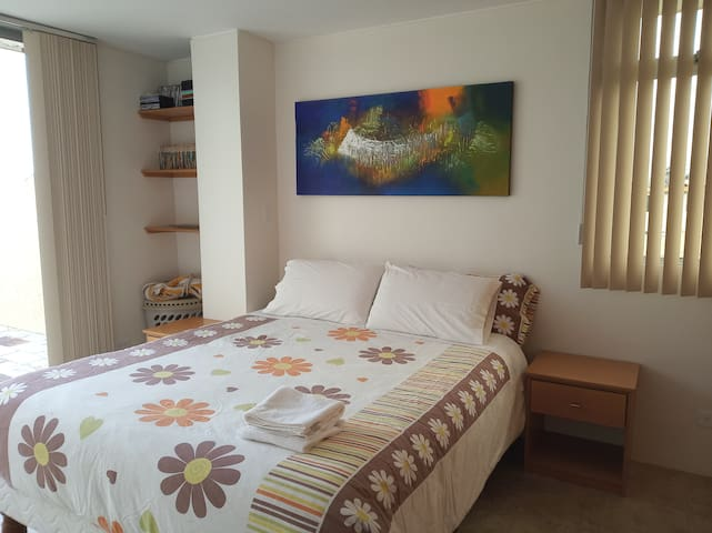 Entire suite well decorated close to UIO airport.