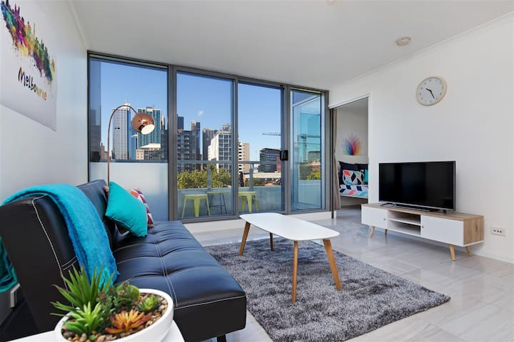 LUXURY 2BR CITY APT, Free WiFi, Free Parking! - West Melbourne - Apartment
