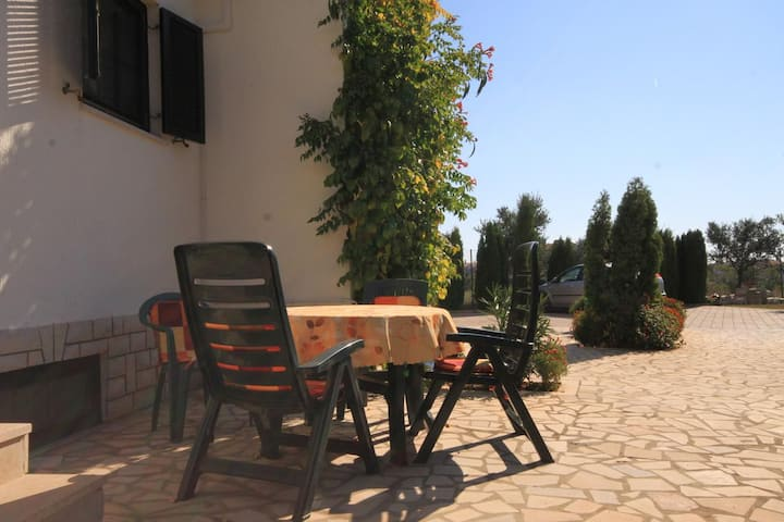 One bedroom apartment with terrace Valbandon, Fažana (A-7304-a)