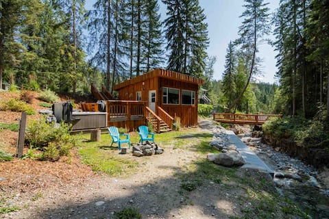 Golden Creekside Cabin- Private Hot Tub