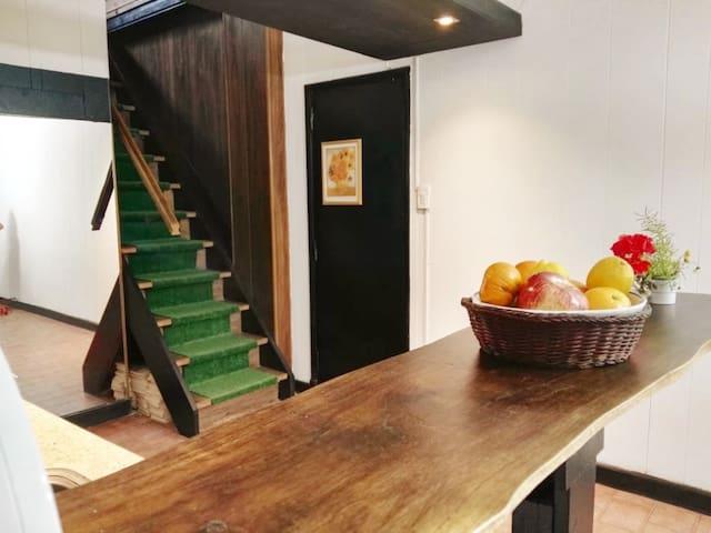 Casa 4 ambientes, 5 personas. A minutos del centro
