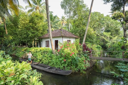 Experience Nature with Lakeside Cottage - Bed & Breakfast
