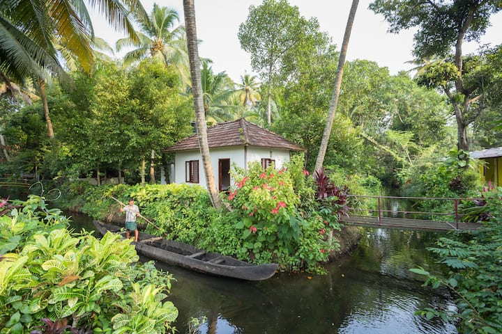 Experience Nature with Lakeside Cottage