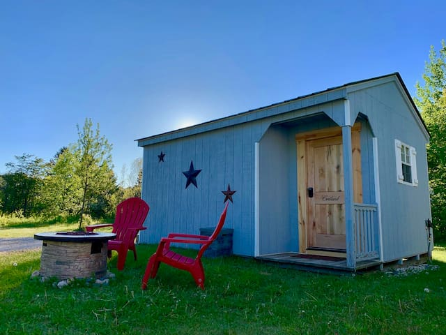Cortland Sleeping Cabin @ Superior Orchards
