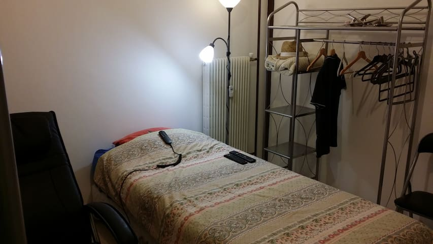 (Not so) Simple ROOM for travellers NIMES