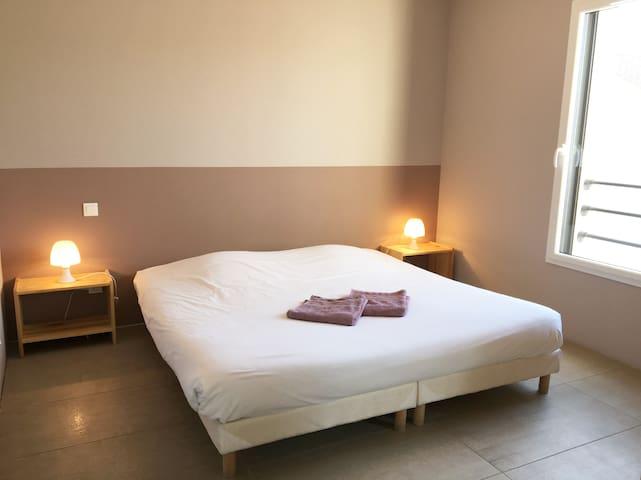 Chambre 4 - avec Salle de bain et WC privés