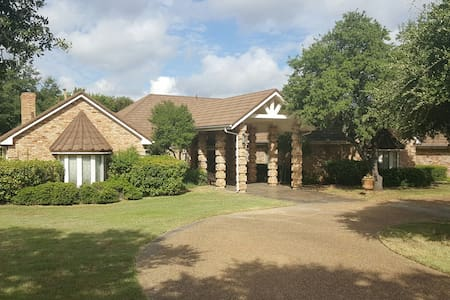 Grand 4bdrm Family Retreat - DeSoto