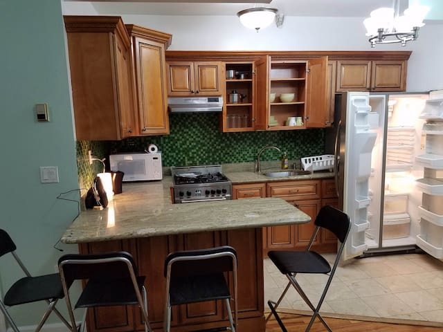 Beautiful 2 Bedroom Apartment Woodside, Queens, NY