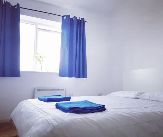 Spacious Double room with private bathroom - Stretford - Apartment