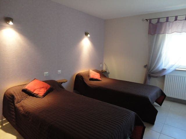 chambres d hotes Les cerisiers - Sevelinges - Bed & Breakfast