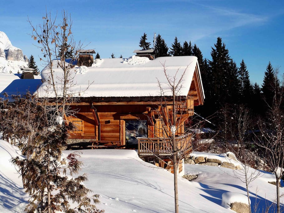 A recent chalet in the Alpin Tradition style