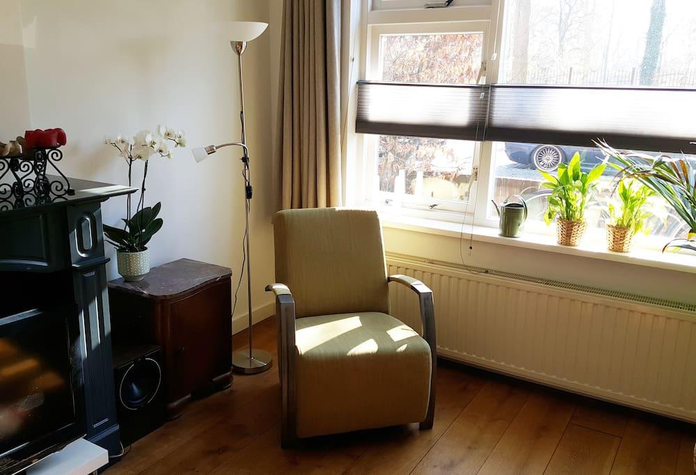 De lichte en ruime woonkamer
