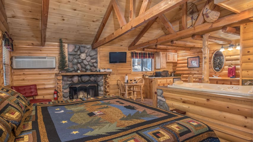 "Upper Canyon Inn & Cabins - ""Cabin 16"" - Romantic Whirlpool Cabin with Fireplace"