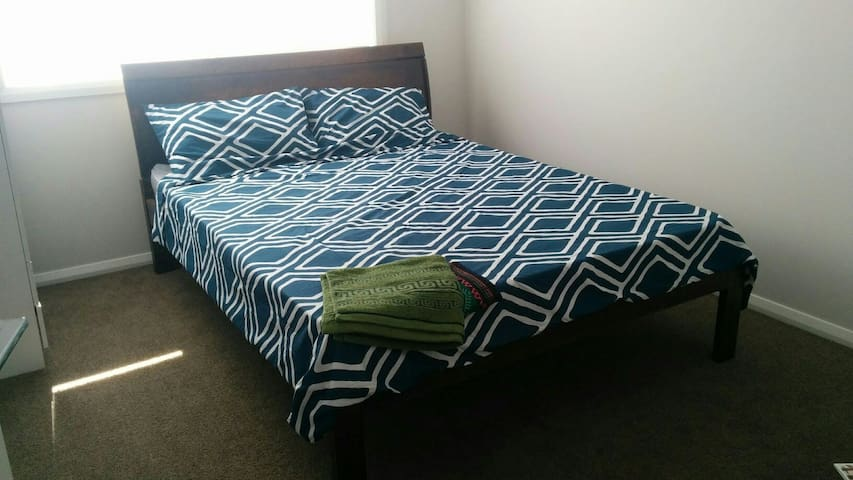 Private modern doubleroom in new nice house Sydney - Campbelltown - Huis