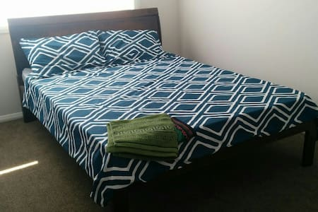 Private modern doubleroom in new nice house Sydney - Campbelltown - บ้าน