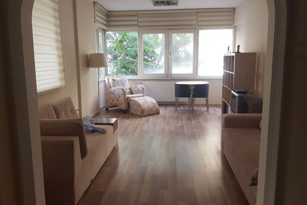 Main Living Room - Salon