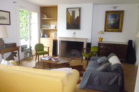 Family house with large garden 15 min from Paris - House