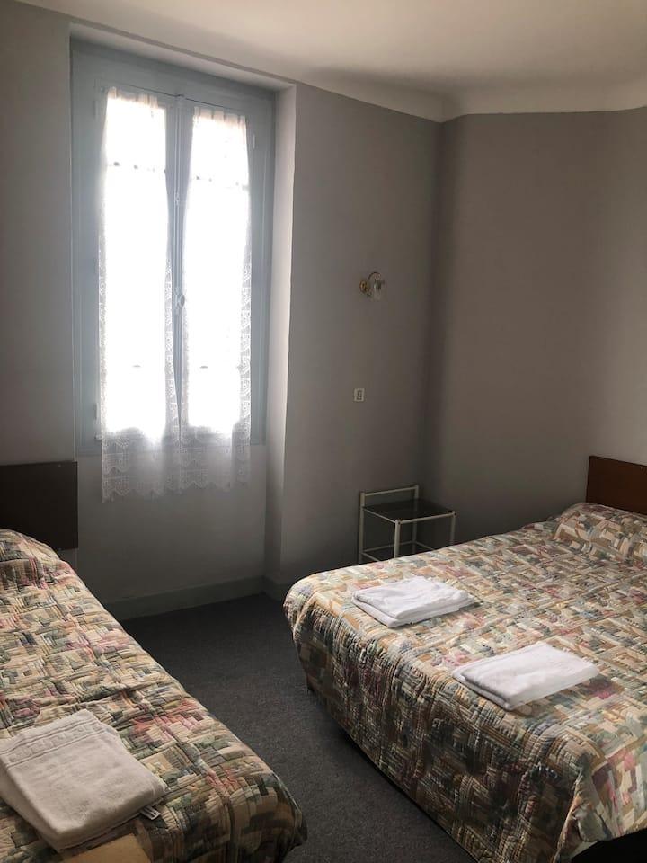 chambre pour une famille de 3 à Lourdes