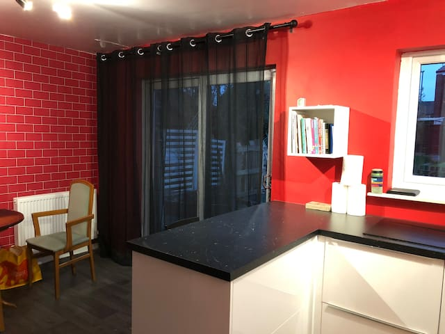 Room in Milnrow, Rochdale. Links to Manchester