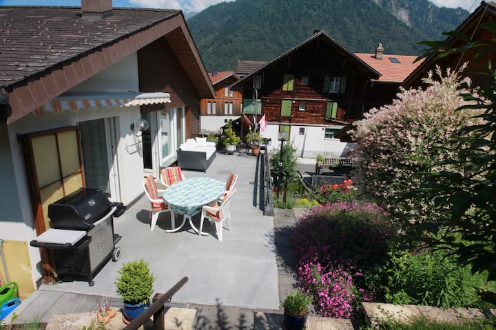 Charming Alpine Escape *Spring Fever Holiday* - Wilderswil - House