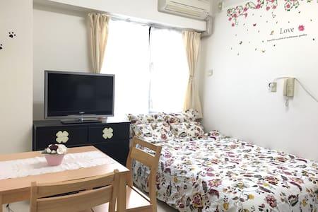 大阪城近在眼前,離車站走路約1分。設有wifi、舒適的雙人床、超商就在隔壁! - Chūō-ku, Ōsaka-shi - Appartement