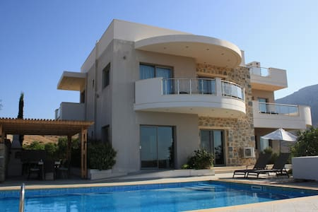 Villa Danae 5bed luxury, heated pool, bbq, seaview - Makry Gialos