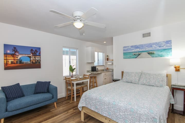 Adorable Private Studio- Walk To Beach and Brunch