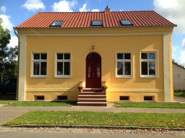 """""""Kleine Herberge"""" in Strodehne EG Ferienwohnung - Havelaue - Lägenhet"""