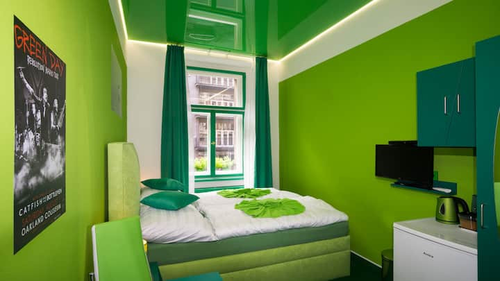 PRIVATE GREEN ROOM IN CITY CENTRE/AIR-CONDITION