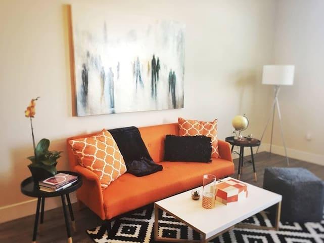 Kasa | Redwood | Spacious 1BD/1BA Apartment