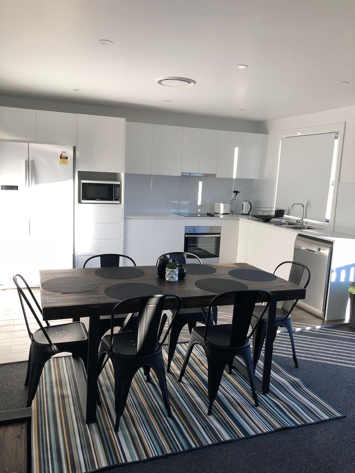 LUXURY 3 B/ROOM- SLEEPS 10  IN HEART OF JINDABYNE