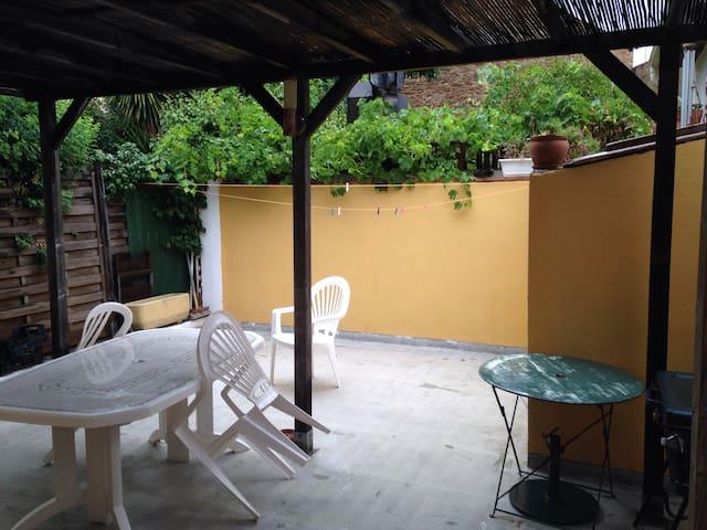 Le Lavandou :  maisonnette , avec terrasse